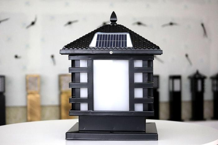 户外太阳能柱头灯