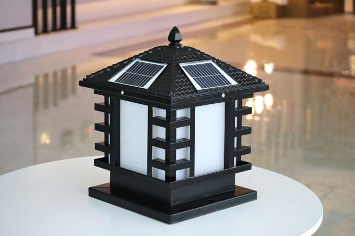 非字太阳能柱头灯